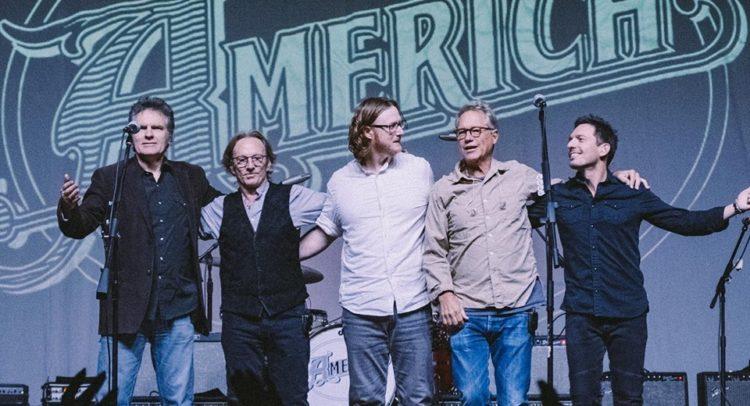 Gli America  (proprietà della foto di @AmericaTheBand online su https://www.facebook.com/Americaband/)